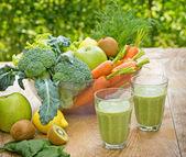 Green smoothie (green juice) — Stock Photo