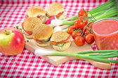 Perfect meal - Small sandwiches, apple and strawberry juice — Stock Photo