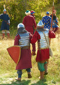 Two warriors in armor go to camp — Stock Photo