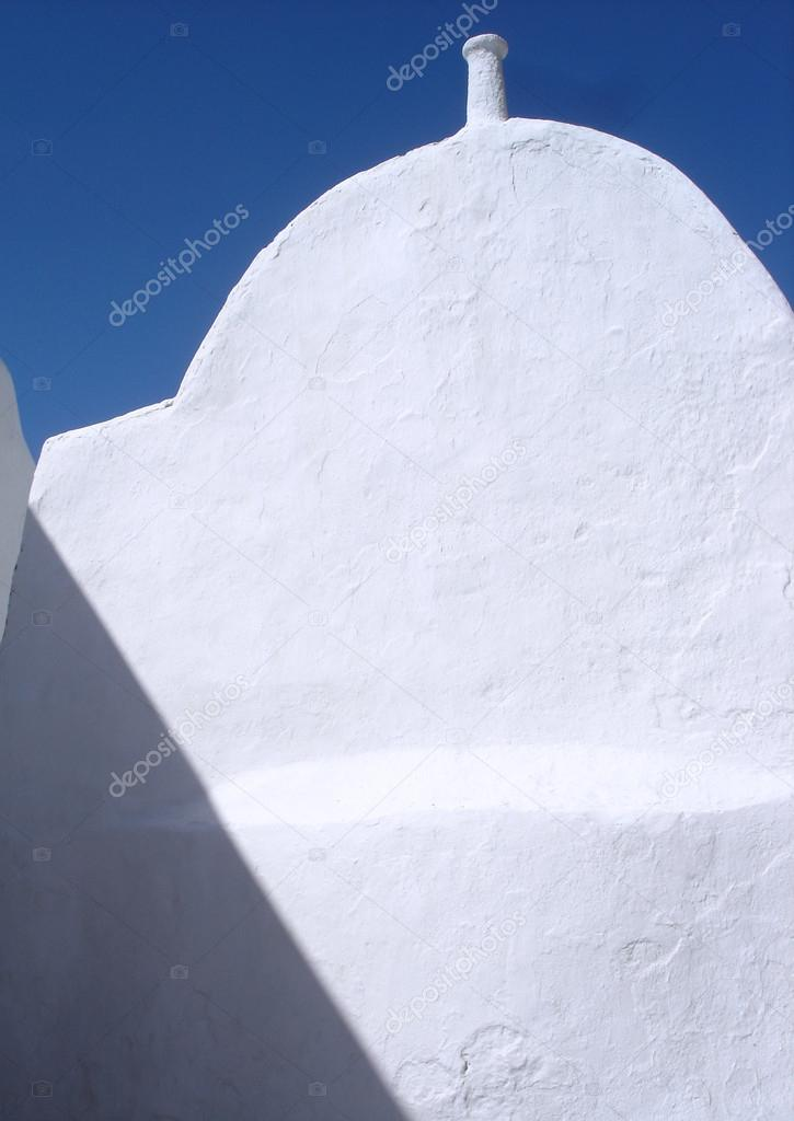 Bright white traditional vaulted building in Mykonos, Greece                               — Zdjęcie stockowe #18748279