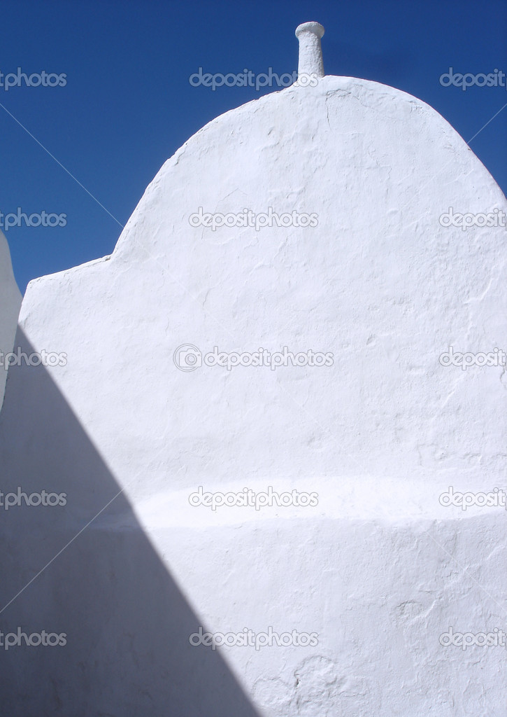 Bright white traditional vaulted building in Mykonos, Greece                               — Stok fotoğraf #18748279