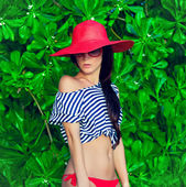 Fashion portrait of a girl in the tropics — Foto Stock