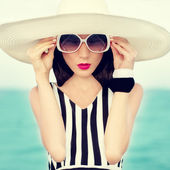 Fashion girl on vacation — Stock Photo