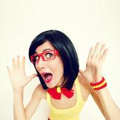 смешно портрет привлекательной удивлен девушки — Стоковое фото