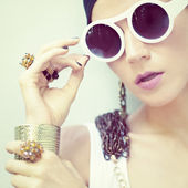 Portrait of a stylish girl in jewelry and accessories — Stock Photo
