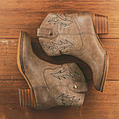 Retro cowboy boots on wooden background — Stock Photo