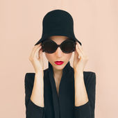 Retro style. Elegant glamor lady — Stock Photo