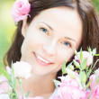 Woman with beautiful flowers — Stock Photo