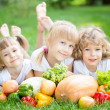 Children having picnic — Stockfoto