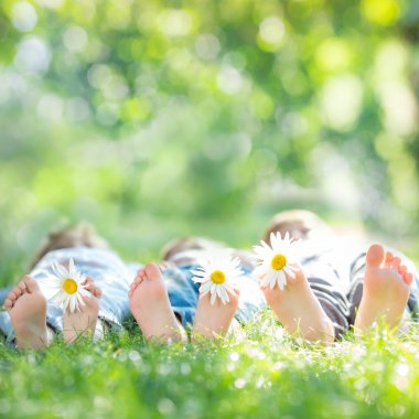 Kids with daisy flowers on green grass