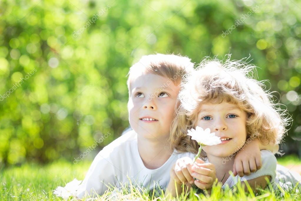 Crianças Se Divertindo No Parque: Fotografias De Stock © Yaruta