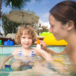 Child in swimming pool - Foto Stock