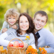 Happy family in autumn park — Stockfoto