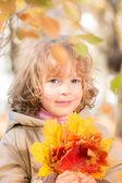 Dziecko w parku jesień — Zdjęcie stockowe