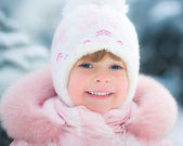 Happy child in winter — Stock Photo