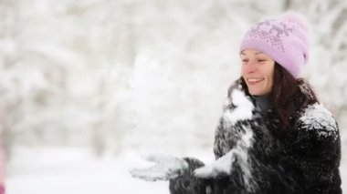 Woman and child playing with snow in winter — Stock Video