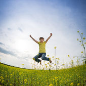 Happy girl jumping — Stockfoto