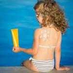 Sunscreen lotion drawing sun — Stock Photo #46473911