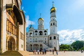 Kremlin tour 28: Annunciation cathedral and Ivan the Great belfry of the Kremli — Stock Photo