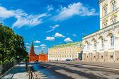 Kremlin tour 29: Borovitskaya tower, the building of The Kremlin Armory and Russi — Stock Photo