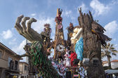 Allegorical float on the exploitation of natural resources at Viareggio Carnival — Stock Photo