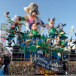 VIAREGGIO, ITALY - FEBRUARY 20: allegorical float of criticis — Stock Photo