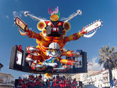 VIAREGGIO, ITALY - FEBRUARY 23:   allegorical float at Viareggio — Stock Photo