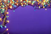コピー スペースと暗い青色の背景にクリスマスの照明。デコラ — ストック写真