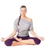 Jovem mulher meditando na posição de lótus — Foto Stock