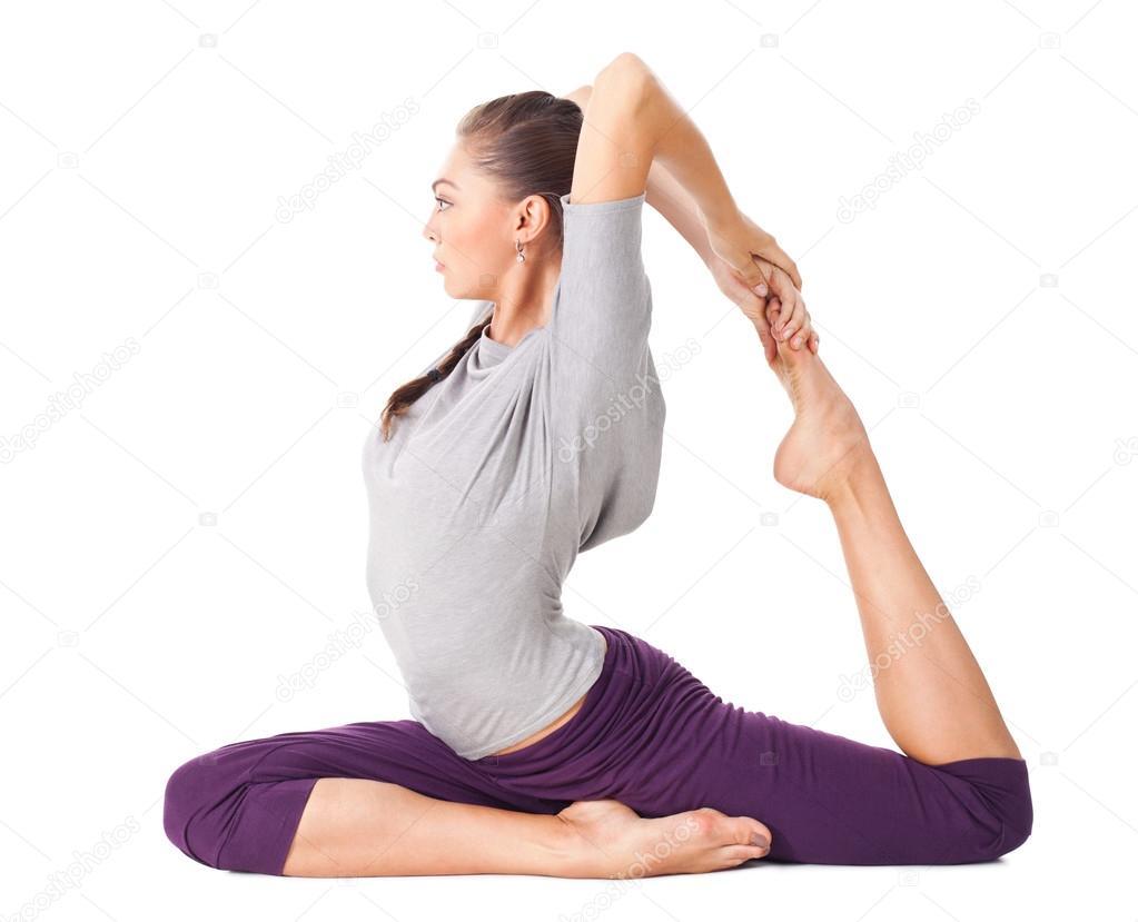 Junge Frau tun Yoga-Asanas eine Beinen king Taube — Stockfoto ...