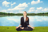 Young business woman meditating — Stockfoto