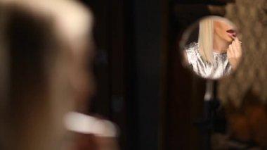 Beautiful blonde model putting on lipstick — Stock Video