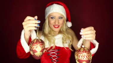 Santa girl plays with tree ornaments — Stock Video