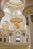 Chandelier in Sheikh Zayed Mosque — Stock Photo