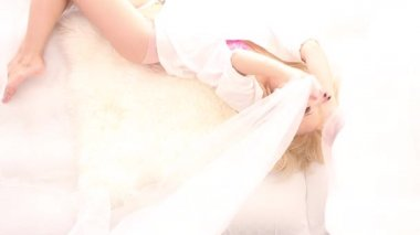 Pretty blonde in white bed, seen from above — Stock Video