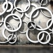 White rings on an old dirty wall — Stock fotografie