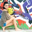 Girl and graffiti — Lizenzfreies Foto