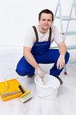 Werknemer voorbereiding van de verf — Stockfoto