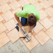 Man laying ceramic floor tiles — Foto Stock