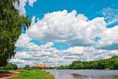 летний парк в солнечный день — Стоковое фото