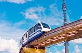 Cityscape monoray tren ve tv kulesi — Stok fotoğraf
