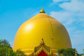 Beautiful Buddhist Golden Pagoda in Myanmar — Stock Photo