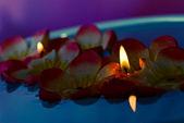 свечи плавающие — Стоковое фото