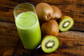 Green kiwi juice — Stock Photo