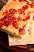 Italian focaccia with little tomatoes and with onions — Stockfoto