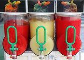 碎的冰饮料饮水机 — 图库照片