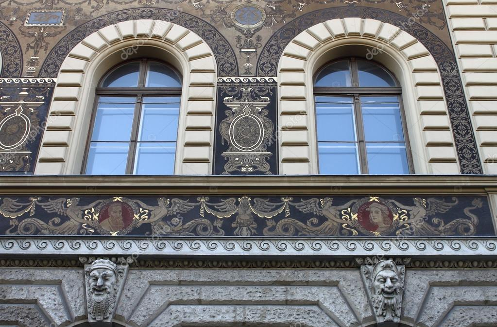 Renaissance windows in Andrassy Avenue of Budapest, Hungary — Stock Photo #13163530