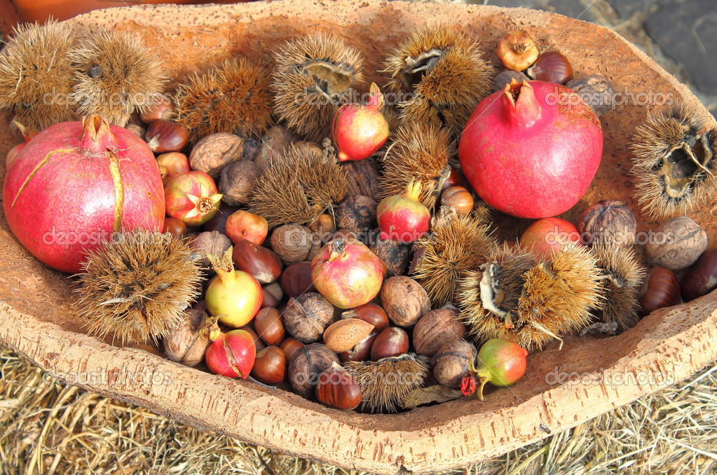 Tray with some typical agricultural products of autumn — Stock Photo #13344669