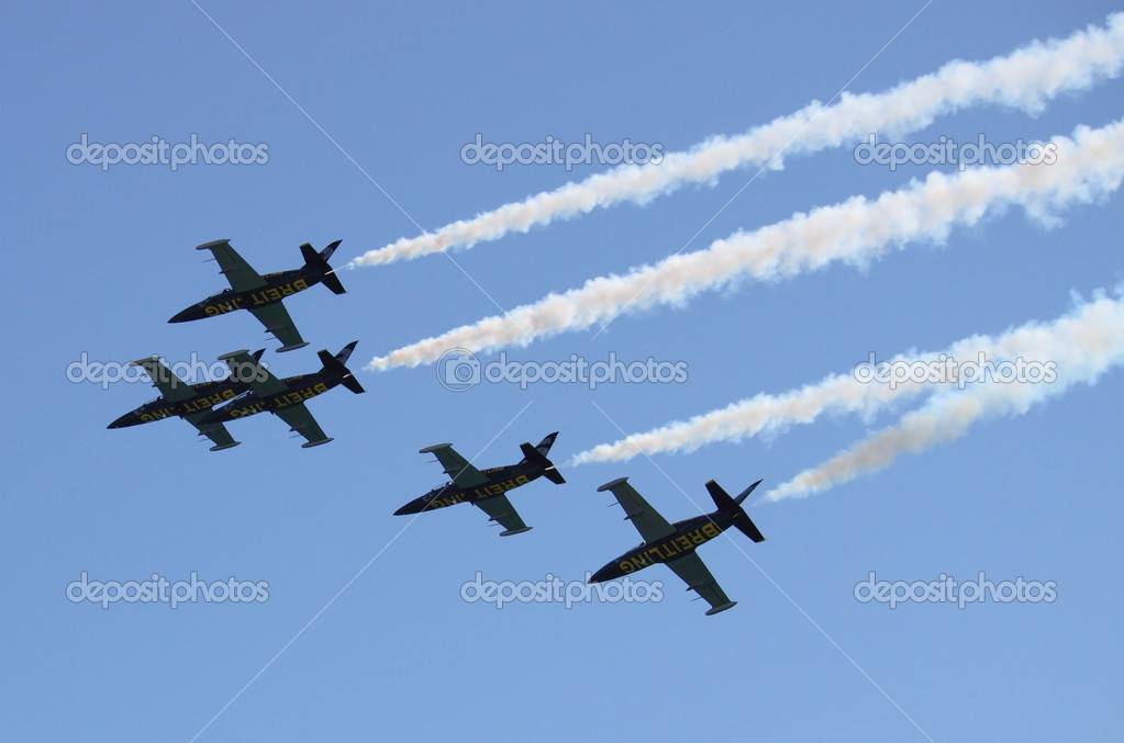ROME - JUNE 3: The acrobatic team Breitling Jet Team perform at the Rome International Air Show on June 3, 2012 in Rome, Italy — Stock Photo #13508711