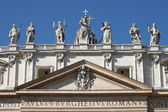 Statues on the top of Saint Peter Basilica facade — Stock Photo